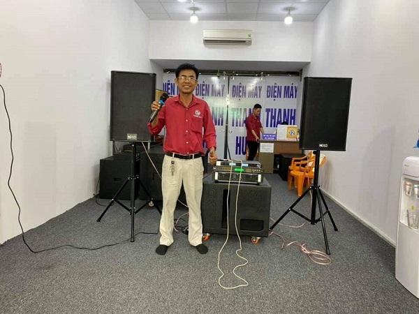 nen-mua-loa-keo-cong-suat-lon-hay-dan-karaoke-gia-dinh-trong-dip-tet
